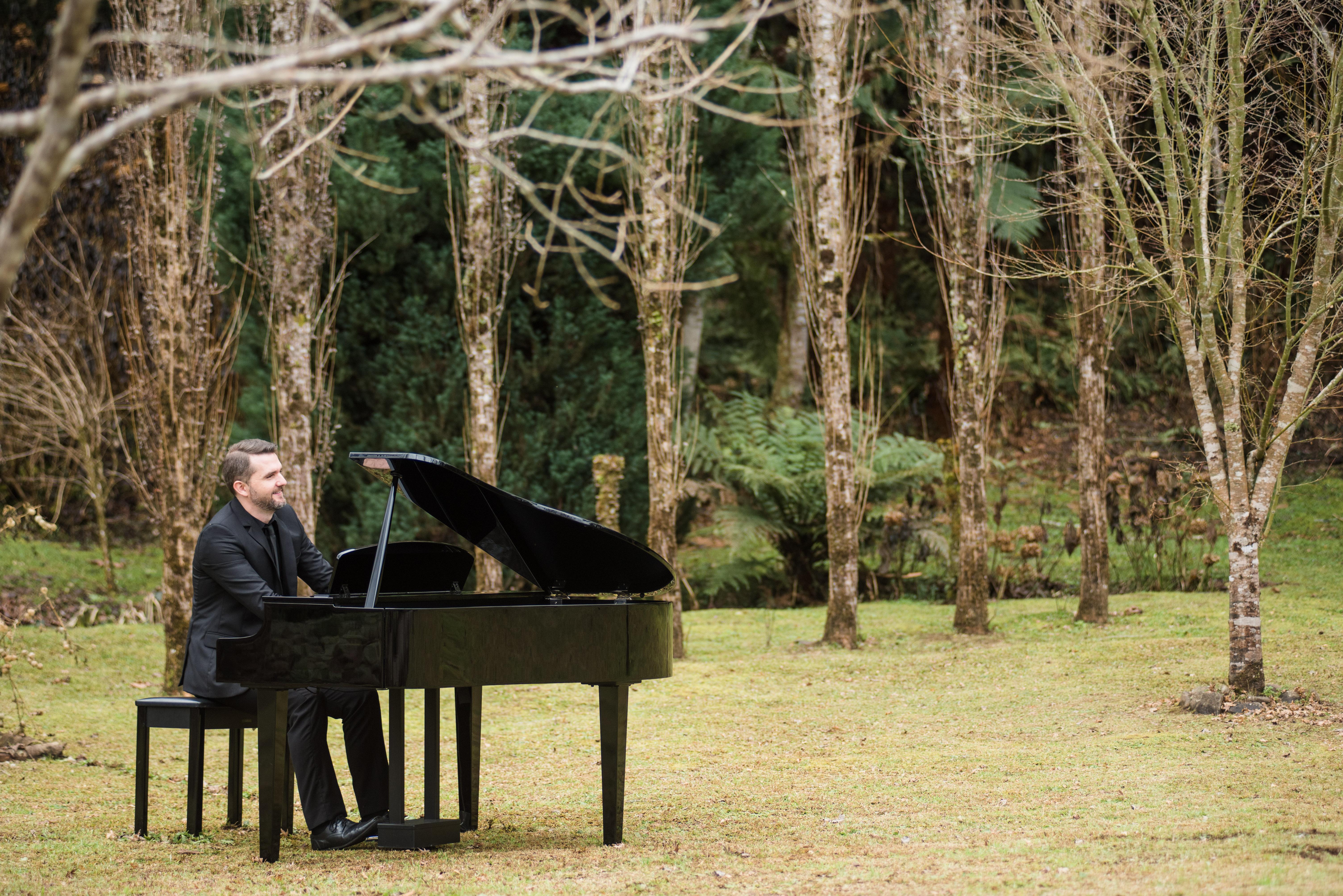 Piano e Teclado com Juninho Uhlig
